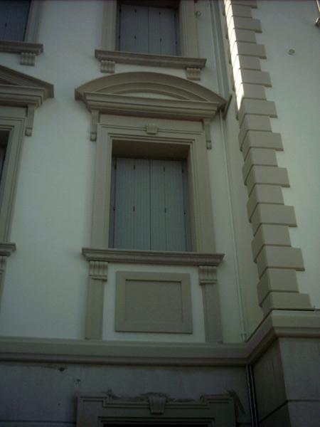 Produzione-profili-decorativi-in-polistirolo-Modena